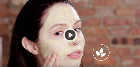 Comment appliquer Turmeric & Cranberry Seed Energizing Radiance Masque